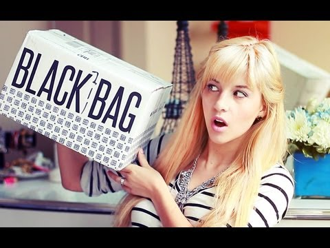 What's in My Little Black Bag?♡