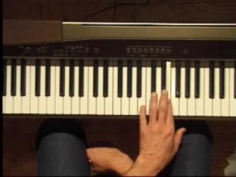 Piano Lesson - E Major Triad Inversions (Left Hand)
