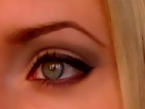 Old Hollywood pinup makeup for blondes with blue eyes, natural, how to apply eyeliner easy tutorial