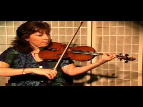 "Violin Lesson - Song Demonstration - ""Three Craw"""