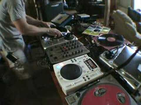 Talk you through a mix using vinyl turntable and cdj