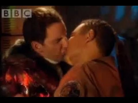 The kiss - Red Dwarf - BBC comedy