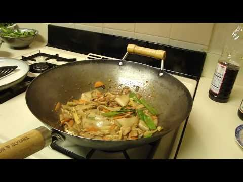 Thai Stirred Fried Rice Noodle with Pork - ผัดซีอิ้วหมู(Pad-See-Aew-Moo)