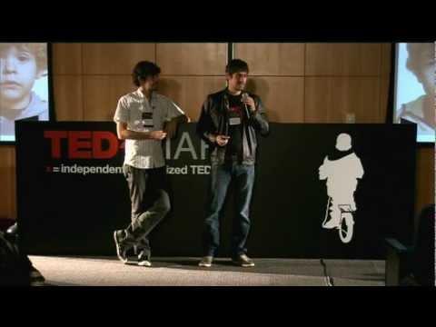 """TEDxFIAP - Fábio Moon e Gabriel Bá - """"IGUAL, MAS DIFERENTE"""""""