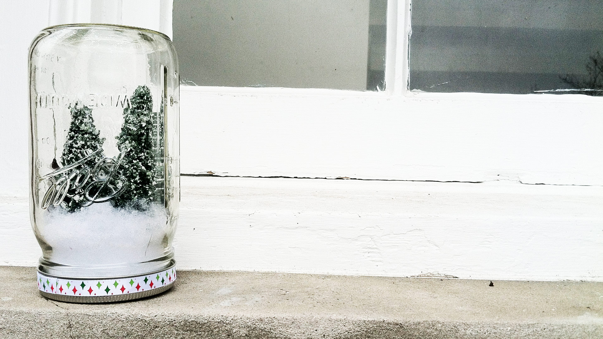 Creating a Miniature Scene in a Glass Jar