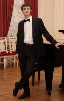 Aleksandr L.